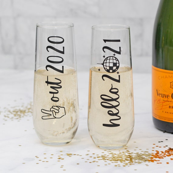 New Year's Eve Champagne Flutes // New Year's Champagne Glasses // Bye 2020 // Hello 2021 // peach out 2020