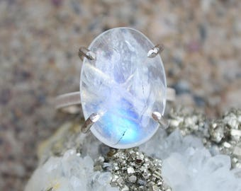 rainbow moonstone ring /// moonstone hand-set in sterling silver prongs /// large solitaire stacking gemstone ring /// SIZE 7.5
