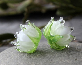 Lampwork Glass Beads White Flowers 1pcs, floral bead 16x18mm