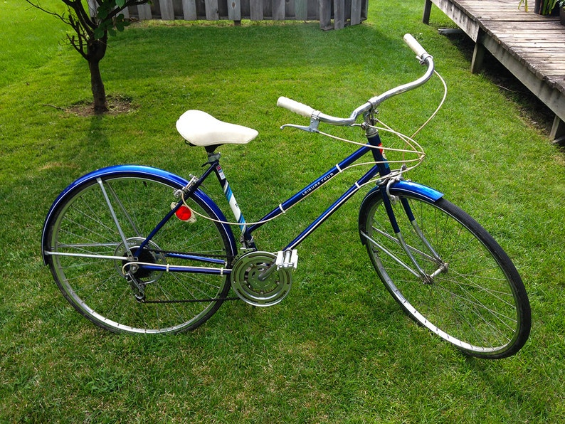 Vintage 10 Speed Bike Murray Leisure Tour similar to a Schwinn Collegiate  or Varsity or Raliegh Sports