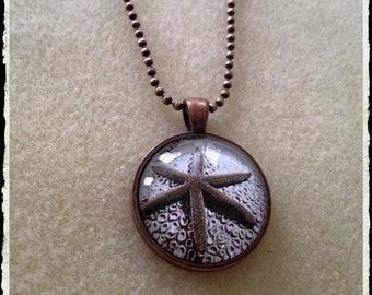 Simple Circle Pendant- Copper Starfish
