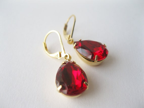 Red Crystal Drop Earrings Gold Plated Christmas Wedding Holiday Jewelry Vintage Swarovski Elements Ruby Teardrop Rhinestone Earrings