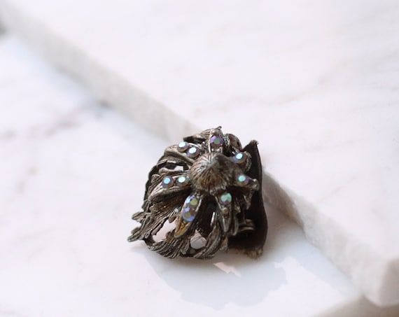 1900s silver ribbon clip // antique brooch // vintage brooch