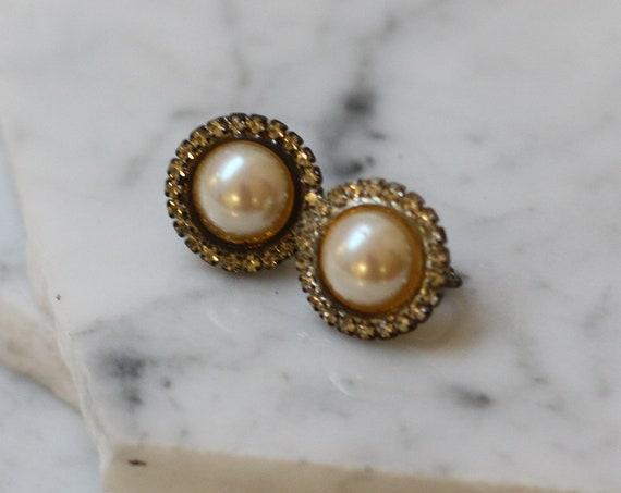 1960s pearl sphere earrings // 1960s large pearl earrings // vintage earrings