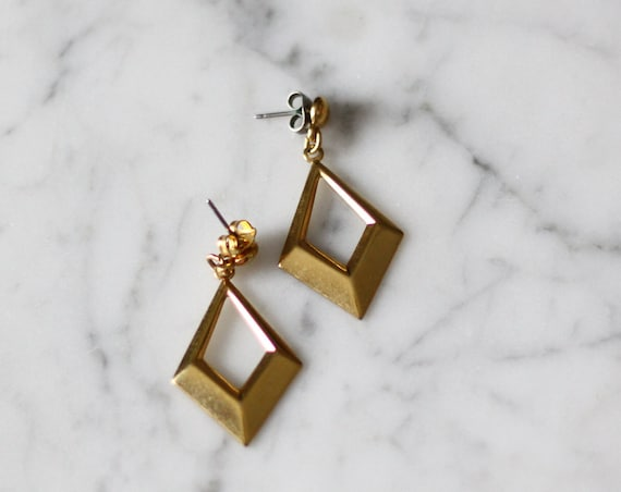 1980s gold drop earrings // 1980s dangle earrings // vintage earrings