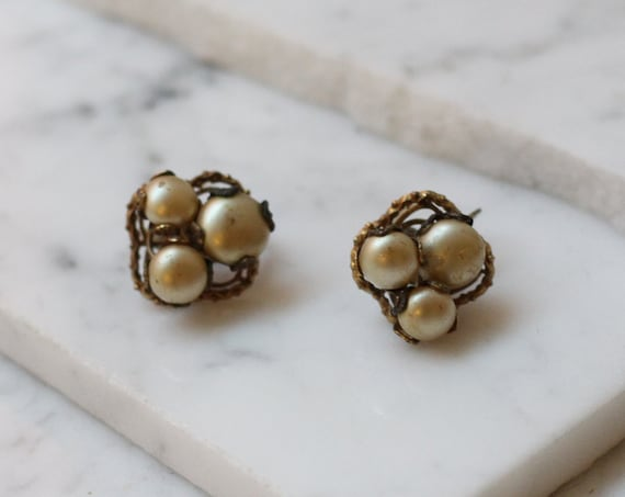 1950s pearl cluster earrings // 1950s earrings // vintage earrings