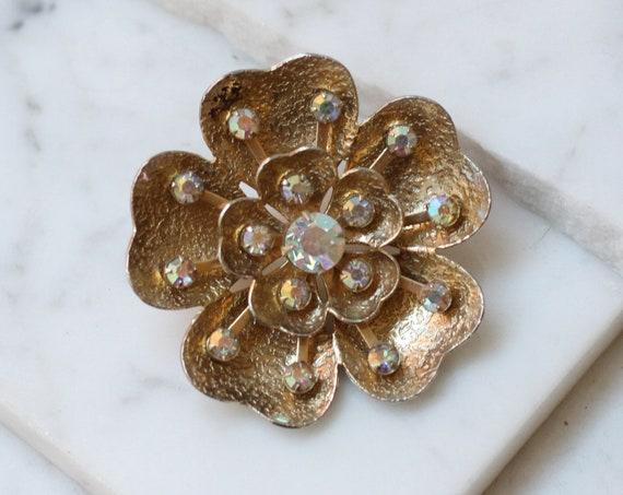 1950s gold flower brooch // 1950s brooch // vintage brooch