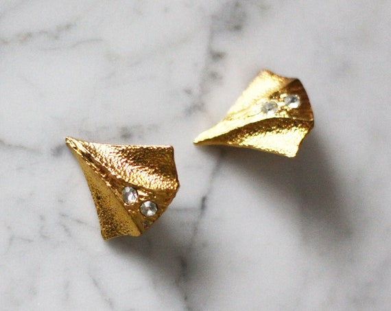 1980s gold stingray earrings // 1980s gold earrings // vintage earrings