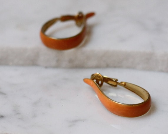 1970s orange hoop earrings // 1970s enamel brass earrings // vintage earrings