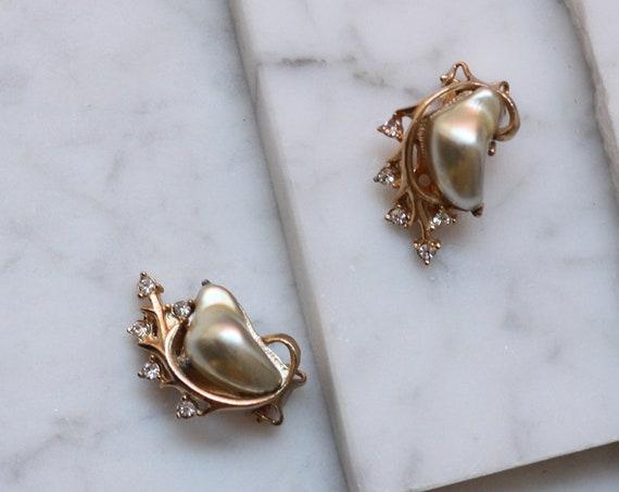 1980s pearl and gold earrings // 1980s pearl earrings // vintage earrings