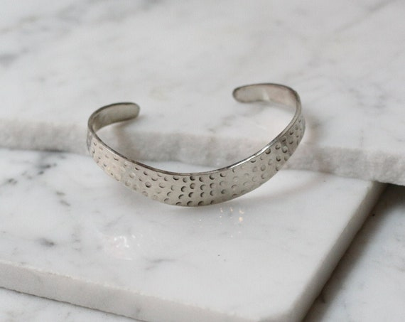 1970s silver hammeredbangle // cuff bracelet // vintage jewlery