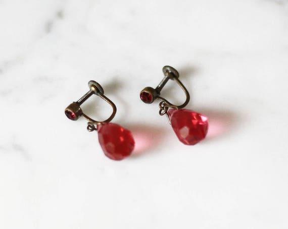 1920s garnet glass earrings // 1920s red earrings // vintage earrings