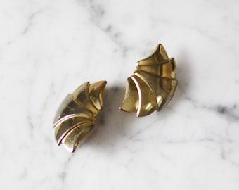 1980s gold fan earrings // 1980s gold clip on earrings // vintage earrings