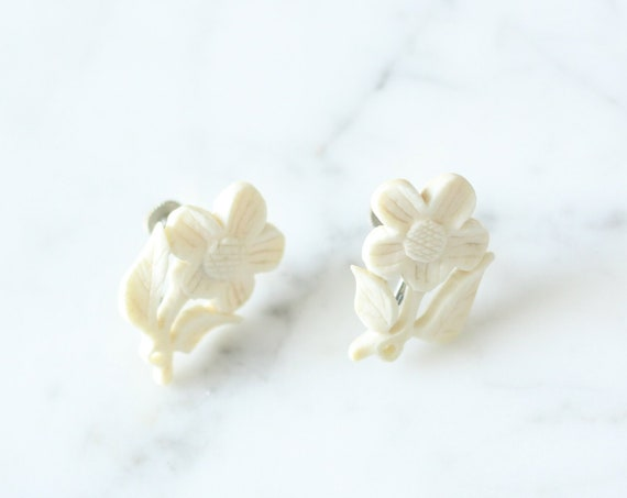 1950s carved plastic earrings // white floral earrings // vintage earrings