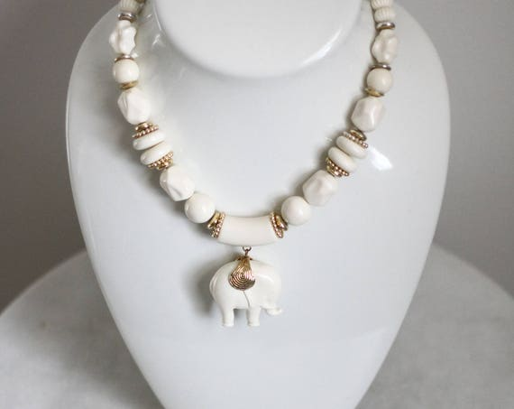 1970s white elephant necklace // 1970s novelty necklace // vintage jewlery