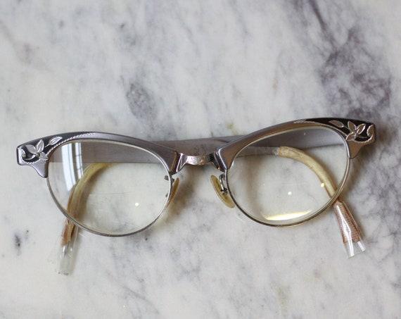 1960s flower edge glasses // 1960s cat eye glasses  // vintage glasses