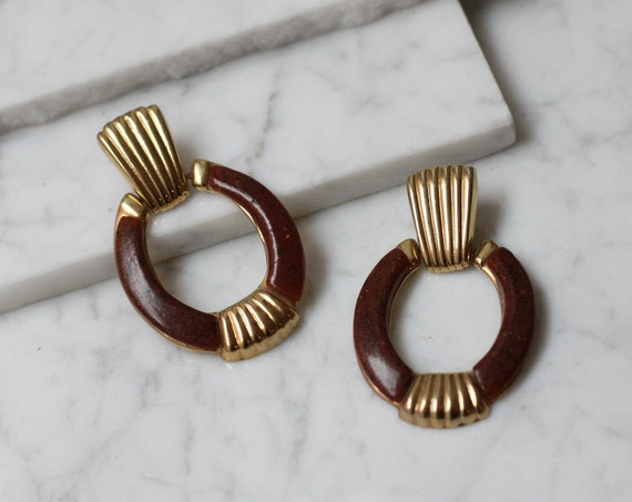 1980s door knocker earrings // 1980s tortoise shell earrings // vintage earrings