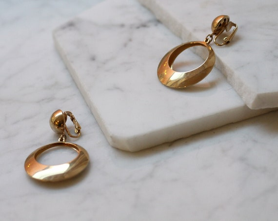 1980s gold coloured clip-on earrings // 1980s hoop earrings // vintage earrings