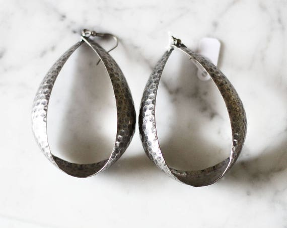 1980s hammered silver earrings // 1980s hoop earrings // vintage earrings