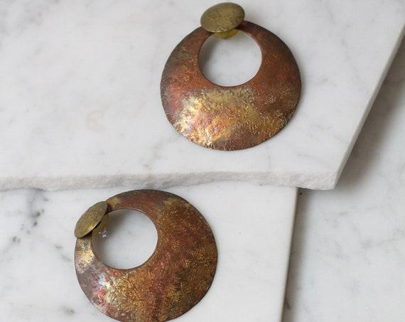 1980s brass circle earrings // 1980s hammered brass earrings // vintage earrings