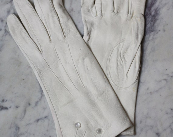 1960s white leather gloves // cocktail gloves // vintage gloves