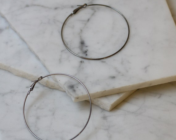 1990s thin silver earrings // 1980s hoop earrings // vintage hoop earrings