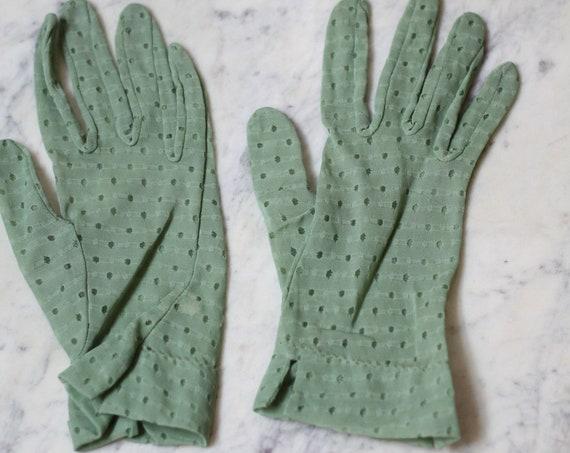 1960s green eyelet gloves // 1960s cocktail gloves // vintage gloves