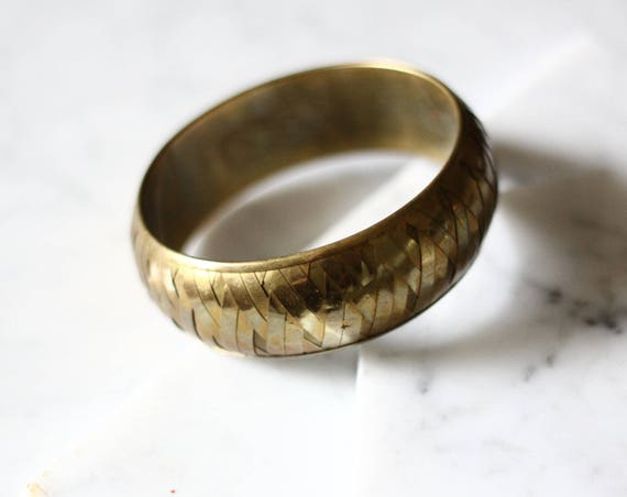 1970s large brass woven bangle // bangle bracelet // vintage jewlery