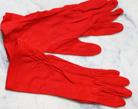 1960s red floral gloves // red cocktail gloves // vintage gloves