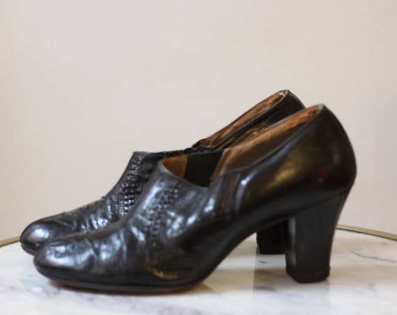 1940s leather heels // vintage leather shoes // 1940s leather shoes