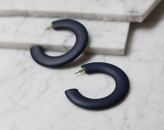 1980s navy blue hoop earrings // 1980s large hoop earrings // vintage earrings