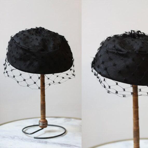 1950s black veil hat // 1950s black hat with veil // vintage hat