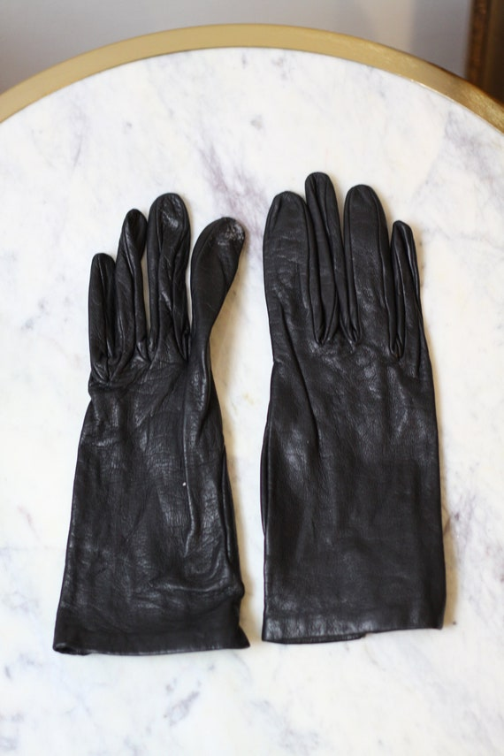 1960s short black leather gloves // leather gloves // vintage gloves