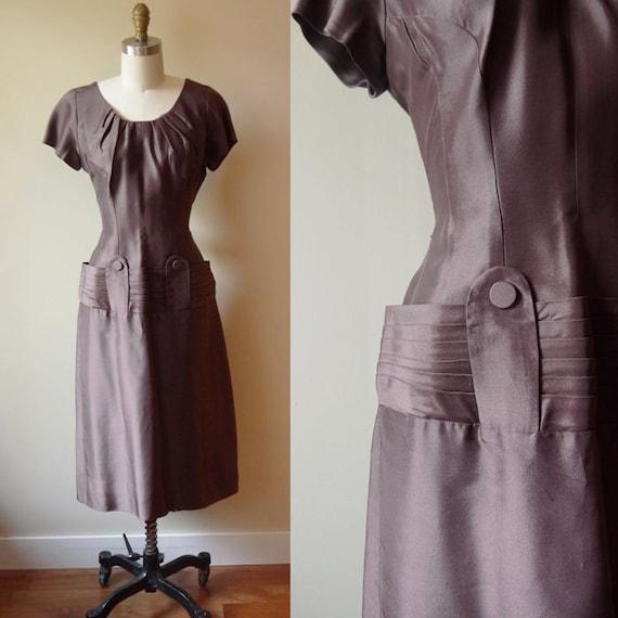 1960s Brown Cocktail Dress // Hips // vintage dress