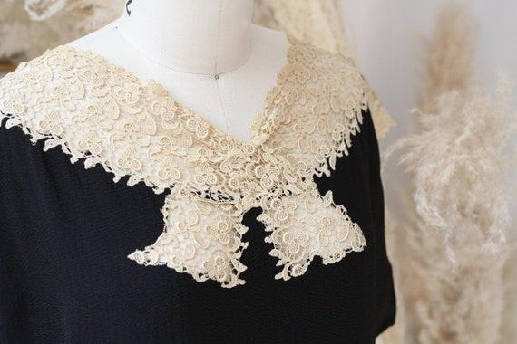 1920s black crepe dress // 1920s lace flapper dre… - image 4
