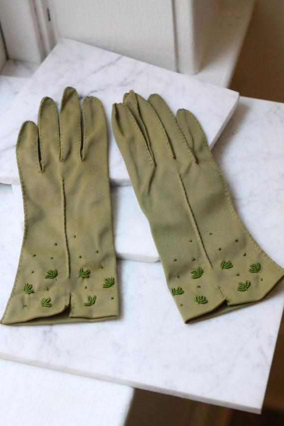 1950s green beaded gloves // 1950s cocktail gloves // vintage gloves