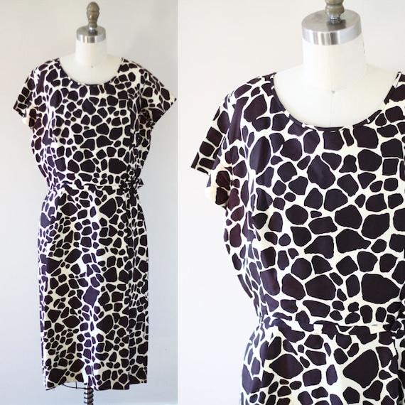 1960s giraffe print sheath dress // 1960s novelty print dress // vintage day dress