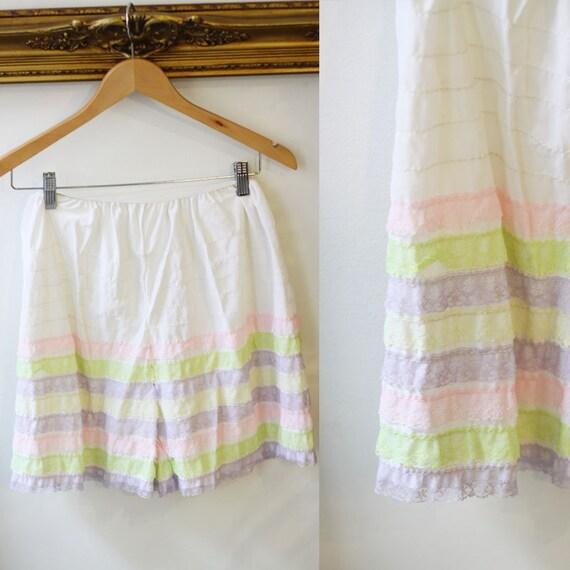 1960s lace ruffle shorts //  1960s lingerie shorts // vintage lingerie