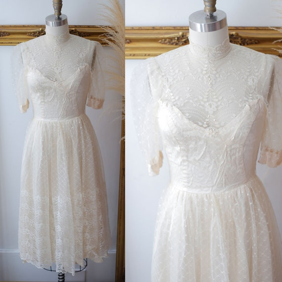 1980s lace dress // 1980s champagne lace dress //