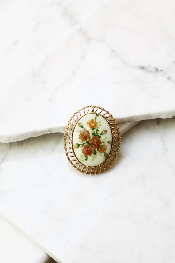 1960s gold floral brooch // floral brooch // vintage brooch