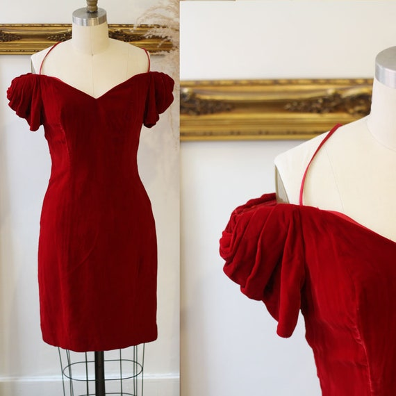 1980s red velvet dress // velvet mini dress // vintage mini dress
