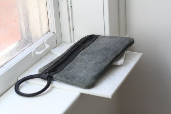 1970s grey suede clutch // 1970s evening clutch // vintage purse