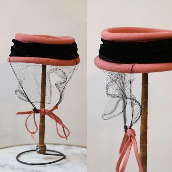 1950s felt pillbox hat with veil // 1950s velvet band hat // vintage hat