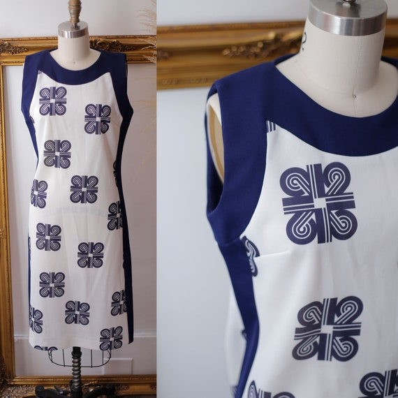 1960s tea cup shift dress // 1960s blue and white dress // vintage dress