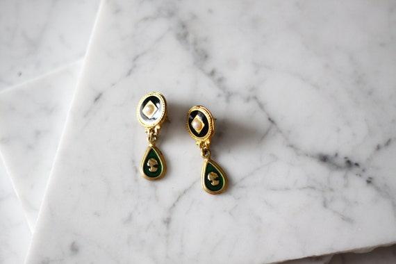 1980s gold drop earrings // 1980s cameo earrings // vintage earrings