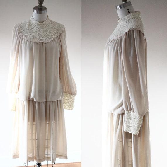 1970s tan lace dress // 1970s does 1920s dress // vintage dress