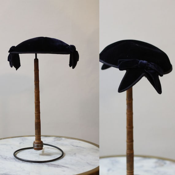1950s navy blue velvet hat // 1950s shell shape ve