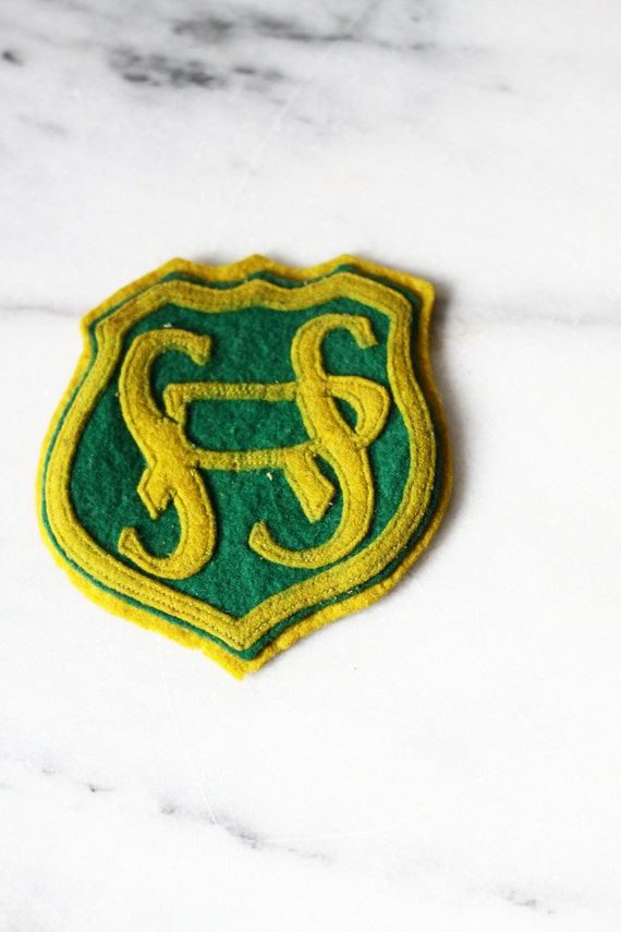 1940s School Senior patch // vintage felt patch // vintage hat