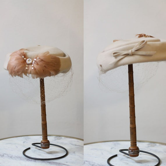 1950s tan feather hat // 1950s hat with veil // vintage hat