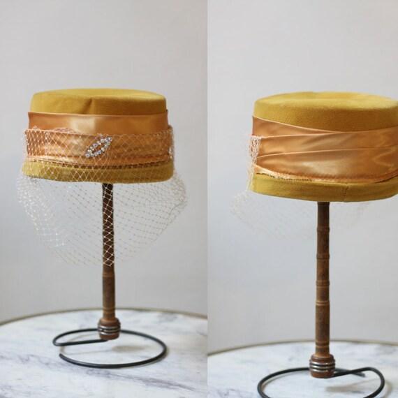 1950s mustard yellow pillbox hat // 1950s pillbox